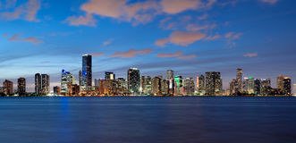 Orizzonte di Miami al crepuscolo Immagine Stock Libera da Diritti