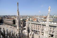 Orizzonte di Milano, dal tetto della cattedrale, l'Italia immagini stock