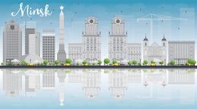 Orizzonte di Minsk con le costruzioni ed il cielo blu grigi Immagine Stock Libera da Diritti
