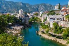 Orizzonte di Mostar alla notte immagine stock libera da diritti