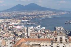 Orizzonte di Napoli con Vesuvio Immagine Stock