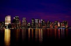 Orizzonte di New York alla notte - rosa e blu Immagine Stock Libera da Diritti