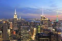 Orizzonte di New York City al crepuscolo Fotografia Stock