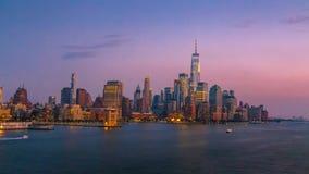 Orizzonte di New York City alla notte stock footage