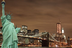 Orizzonte di New York City e la statua di libertà Immagine Stock