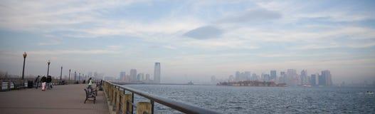 Orizzonte di New York City nel tramonto di caduta Immagine Stock