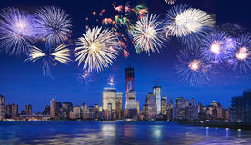 Orizzonte di New York con i fuochi d'artificio Immagini Stock Libere da Diritti