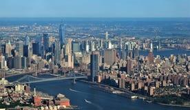 Orizzonte di New York sull'arrivo fotografie stock