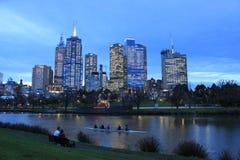Orizzonte di notte del centro di Melbourne Fotografia Stock