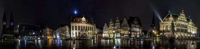 Orizzonte di notte del quadrato principale del mercato di Brema Fotografie Stock Libere da Diritti