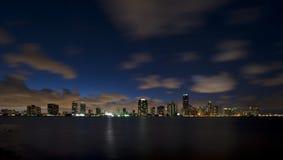 Orizzonte di notte della città di Miami Fotografia Stock Libera da Diritti