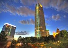 Orizzonte di Oklahoma City alla notte fotografia stock