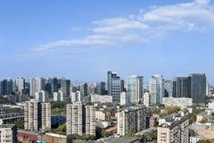 Orizzonte di Pechino contro cielo blu La Cina Fotografia Stock