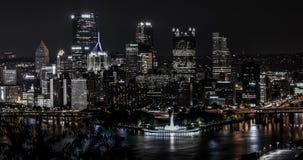 Orizzonte di Pittsburgh alla notte immagini stock libere da diritti