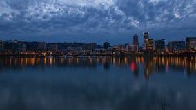 Orizzonte di Portland Oregon all'ora blu 1080p stock footage