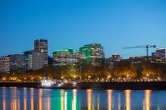 Orizzonte di Portland visto dal fiume di Willamette fotografia stock libera da diritti