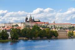 Orizzonte di Praga con la cattedrale di Vitus Fotografia Stock Libera da Diritti
