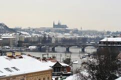 Orizzonte di Praga in inverno Fotografia Stock