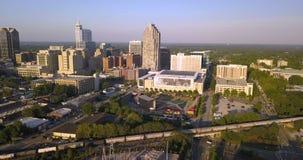 Orizzonte di Raleigh North Carolina Downtown City di vista aerea video d archivio