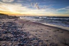 Orizzonte di Rocky Lake Superior Beach Sunset Immagine Stock Libera da Diritti