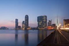 Orizzonte di Rotterdam alla notte Fotografia Stock Libera da Diritti