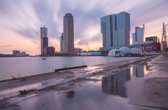 Orizzonte di Rotterdam con gli edifici per uffici Fotografia Stock Libera da Diritti