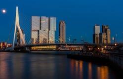 Orizzonte di Rotterdam dopo il tramonto Fotografia Stock