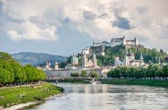 Orizzonte di Salisburgo con la fortezza di estate, terra di Salzburger, Austria Fotografia Stock Libera da Diritti