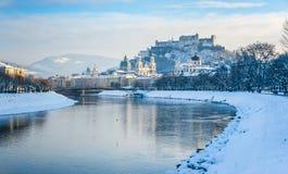 Orizzonte di Salisburgo con la fortezza Hohensalzburg nell'inverno, Salisburgo, Austria Immagini Stock Libere da Diritti