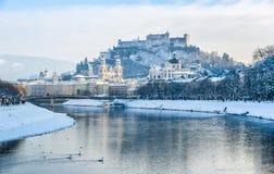 Orizzonte di Salisburgo con la fortezza Hohensalzburg nell'inverno, Salisburgo, Austria Fotografia Stock Libera da Diritti