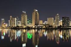 Orizzonte di San Diego alla notte Fotografie Stock