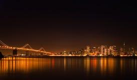 Orizzonte di San Francisco alla notte Immagini Stock