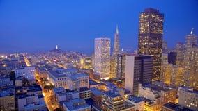 Orizzonte di San Francisco alla notte fotografie stock libere da diritti