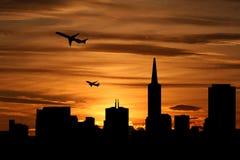 Orizzonte di San Francisco con gli aerei Immagini Stock