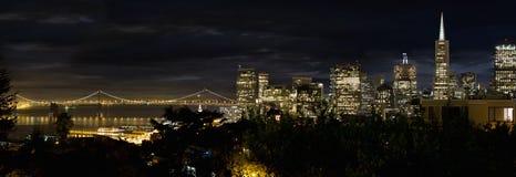 Orizzonte di San Francisco e ponticello della baia di Oakland Fotografie Stock