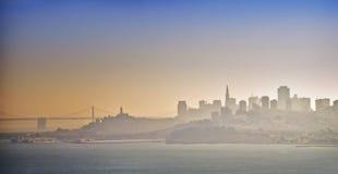 Orizzonte di San Francisco in nebbia, California Immagini Stock Libere da Diritti