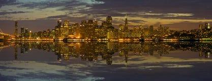 Orizzonte di San Francisco a panorama di tramonto Fotografie Stock