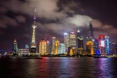 Orizzonte di Schang-Hai alla notte Immagini Stock