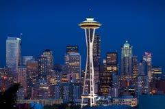 Orizzonte di Seattle al crepuscolo immagine stock