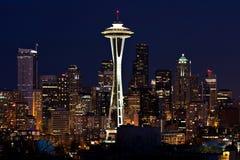 Orizzonte di Seattle alla notte Fotografia Stock