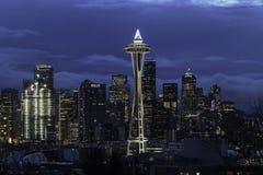 Orizzonte di Seattle con l'ago dello spazio fotografie stock libere da diritti
