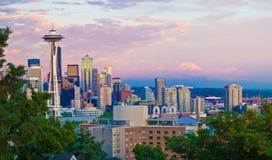 Orizzonte di Seattle ed ago dello spazio Fotografia Stock