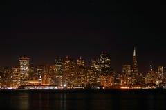 Orizzonte di SF alla notte fotografia stock libera da diritti
