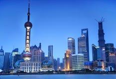 Orizzonte di Shanghai alla notte Immagini Stock Libere da Diritti