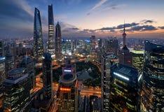 Orizzonte di Shanghai durante l'ora blu Immagini Stock Libere da Diritti