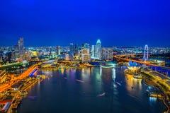 Orizzonte di Singapore alla notte Fotografie Stock