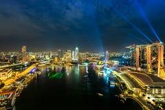 Orizzonte di Singapore alla notte Fotografia Stock