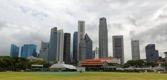 Orizzonte di Singapore dal club del cricket di Singapore immagine stock
