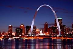 Orizzonte di St. Louis alla notte Fotografie Stock