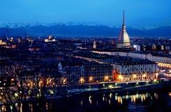 Orizzonte di Torino al crepuscolo fotografie stock